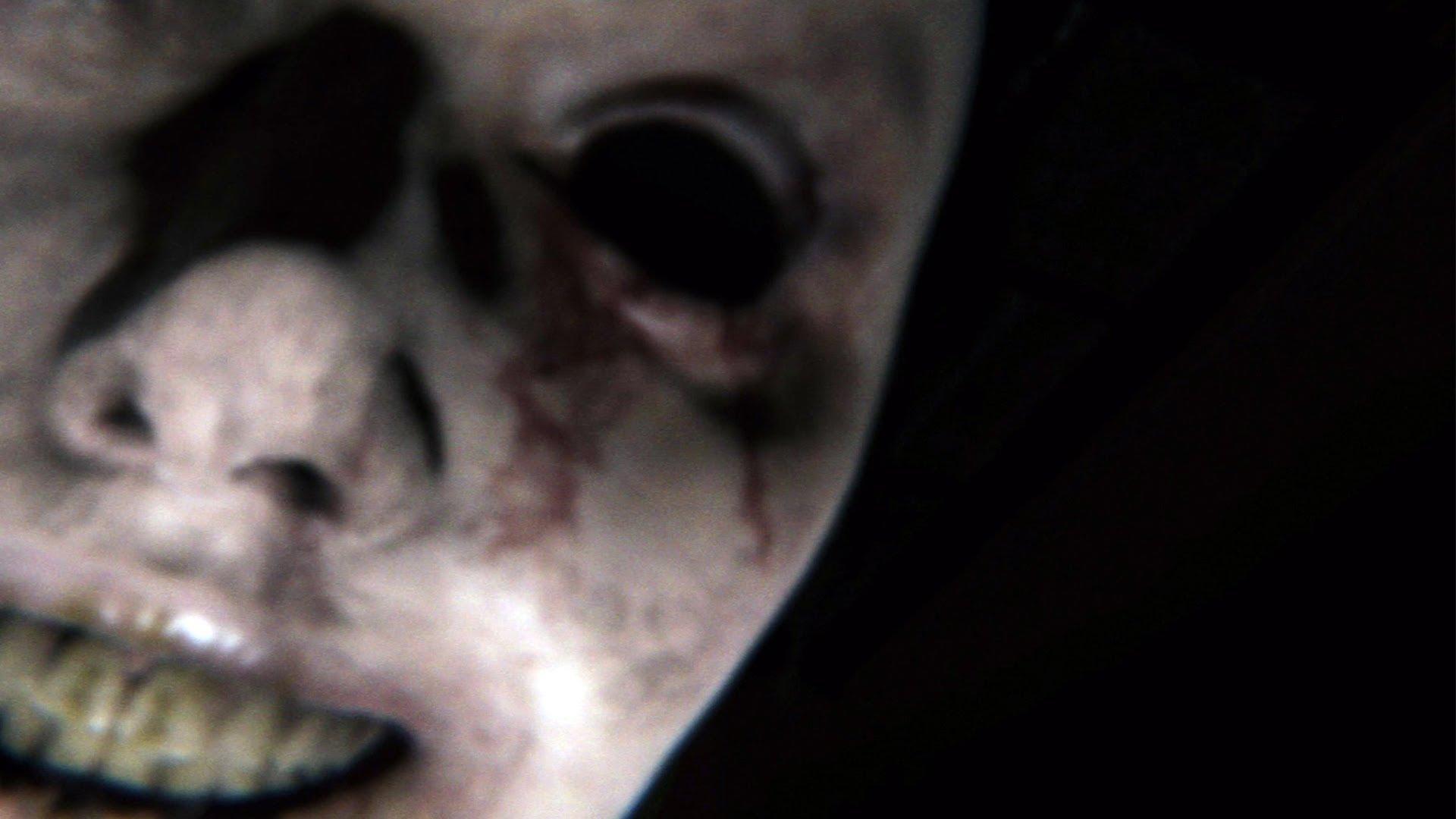 Мужчина заснял на видео подглядывающего за ним призрака