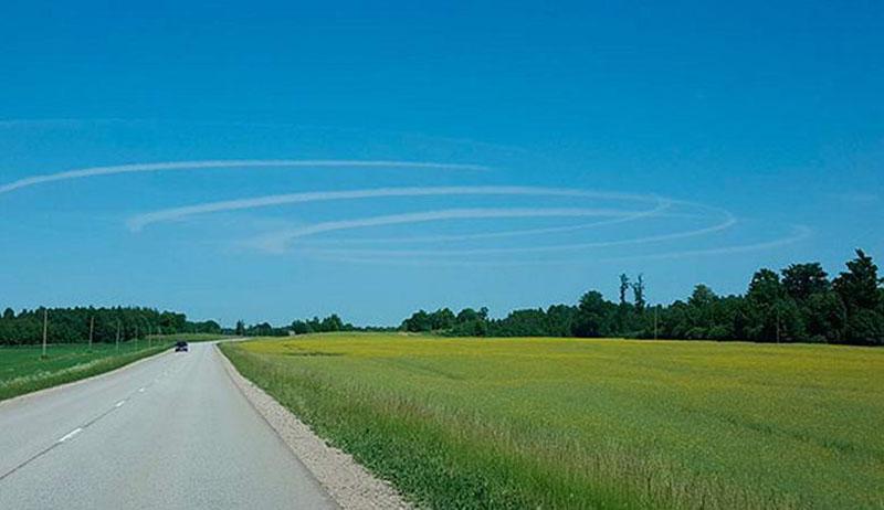 Жители Латвии наблюдали странные круги в небе