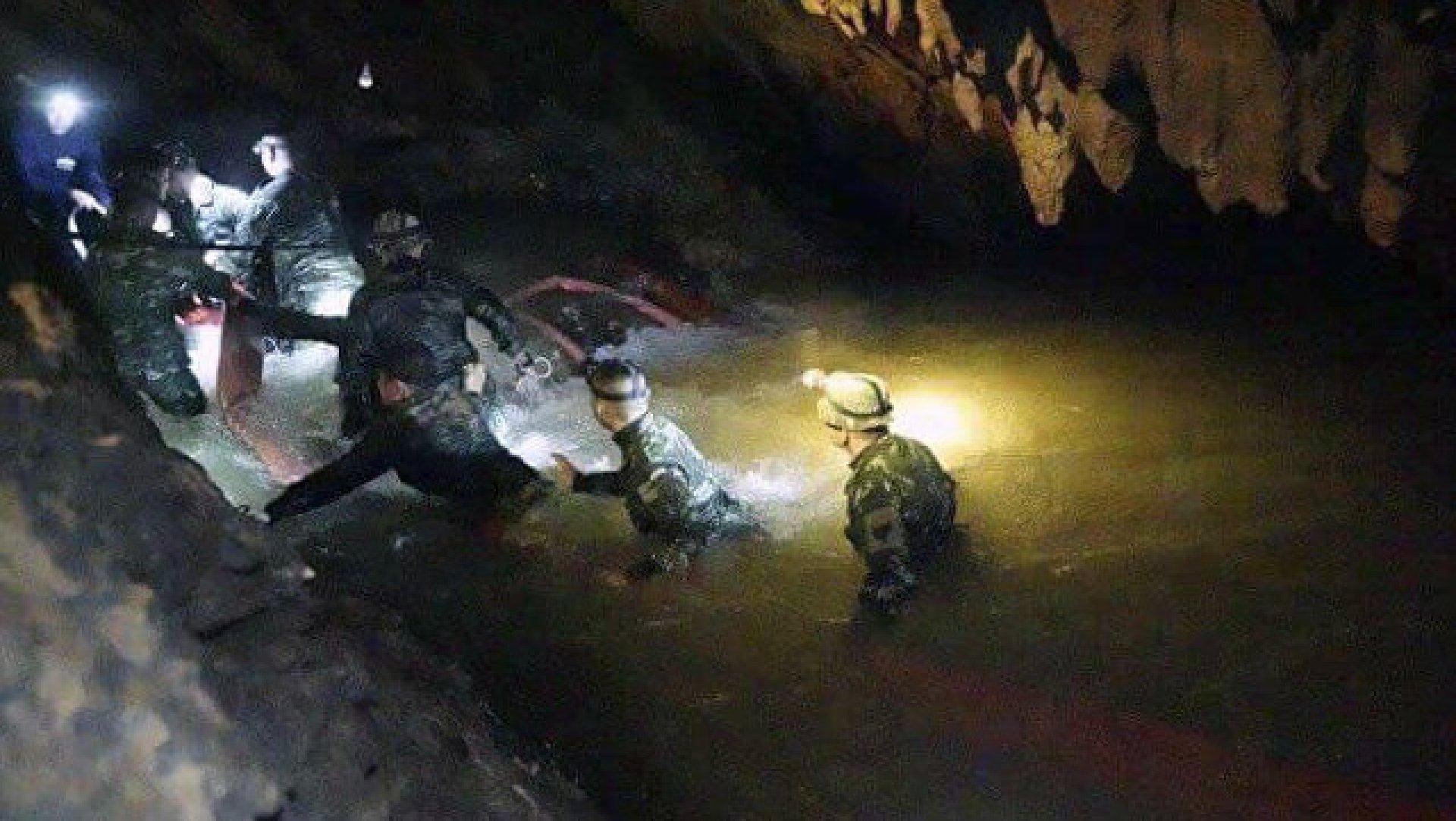 Спасательная операция в Тайланде завершилаь успешно: вывели всех детей и тренера