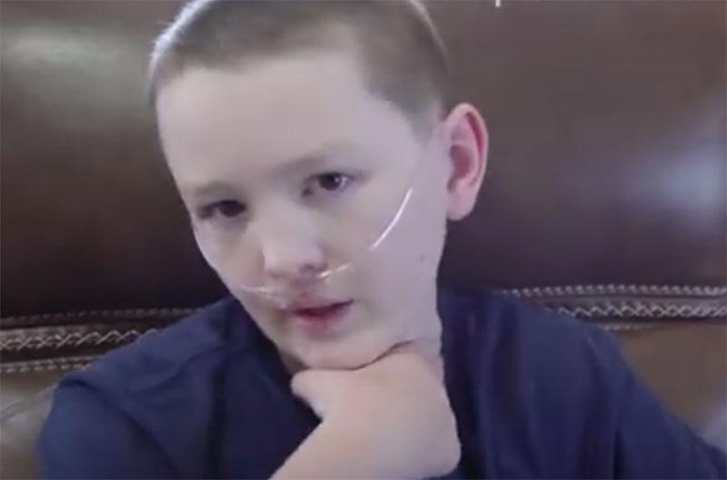"""12-летний мальчик из США страдает редким синдромом """"каменной кожи"""""""