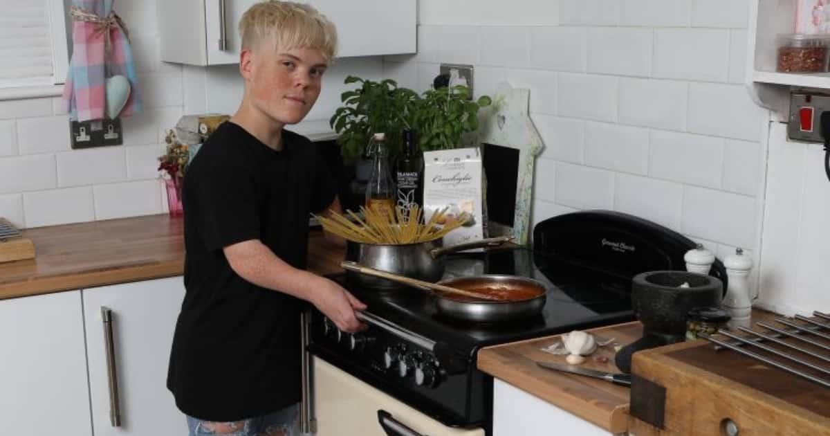 """Парня с синдромом карликовости не зачислили на кулинарный курс, """"чтобы не путался под ногами"""""""