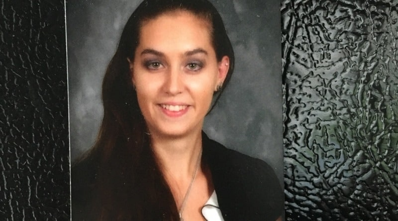 В США девушка рискнула своей жизнью, чтобы спасти мать, которую в метро под поезд толкнул безумец