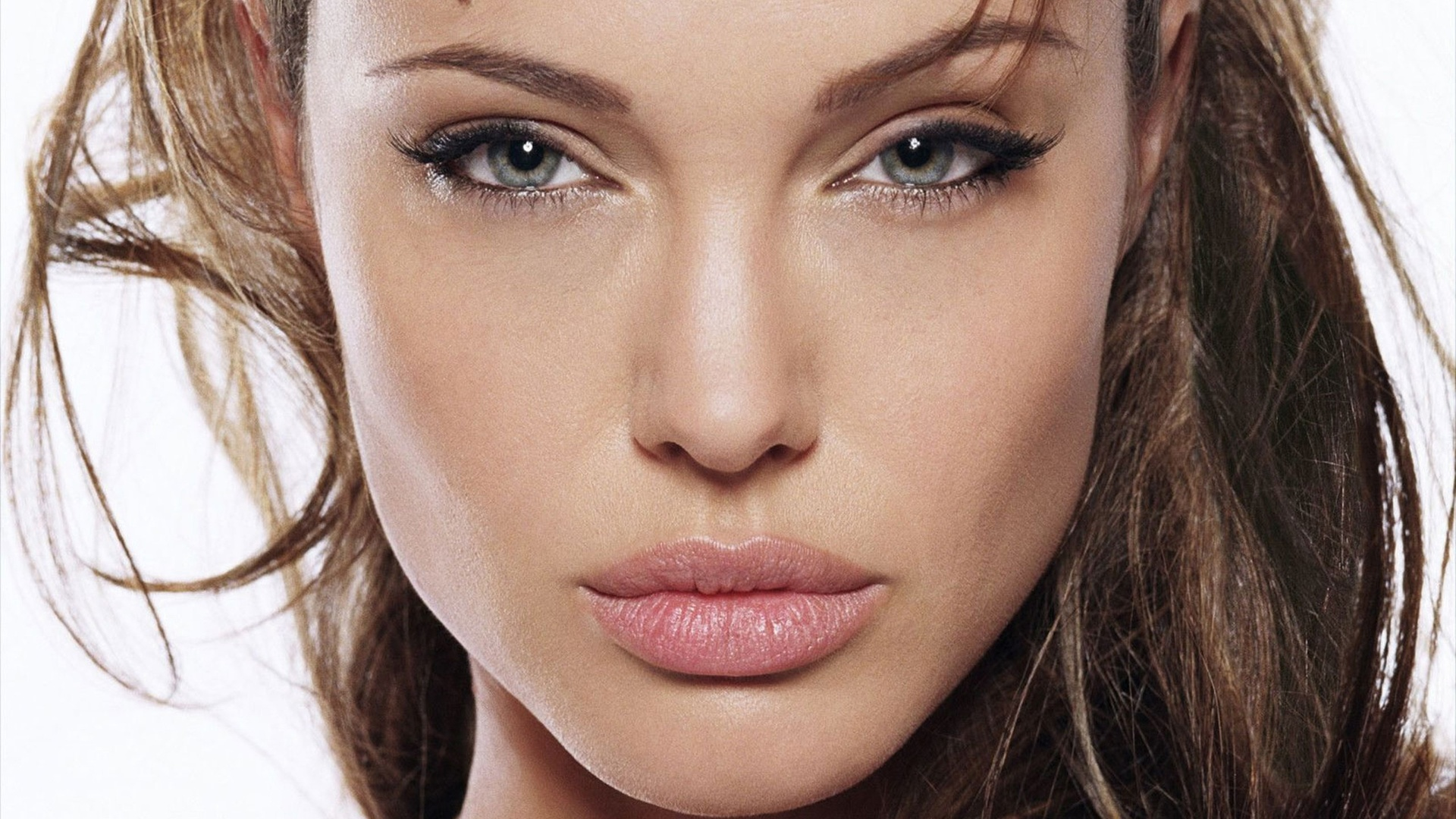 Анджелина Джоли в тяжелом состоянии попала в больницу