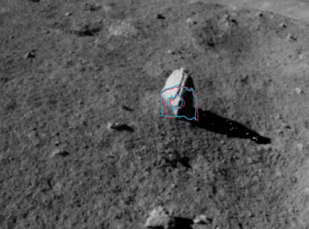 На Луне обнаружен камень необычной формы, похожий на осколок метеорита