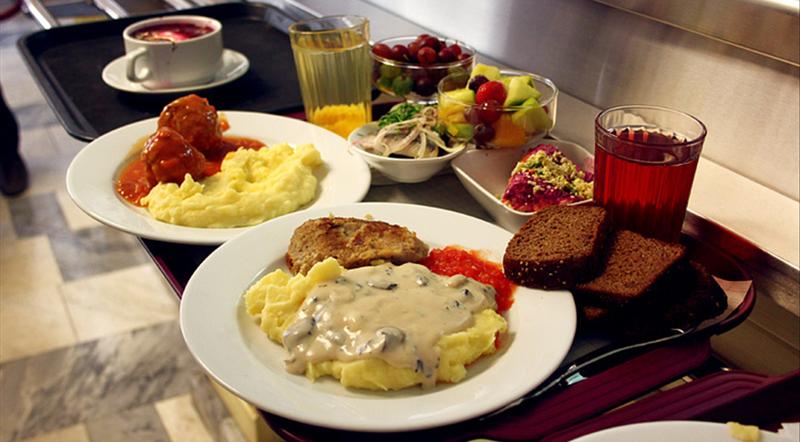 Ужасная еда из советских столовых: тогда ели все, а сегодня это иначе как дикостью не назовешь