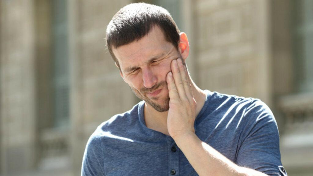 Как избавиться от зубной боли за пару минут: малоизвестные способы работают на «ура»