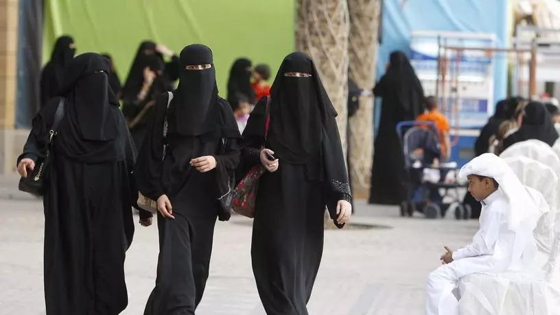 Почему женщины в Дубае ходят в черном и им не жарко: секрет раскрыт