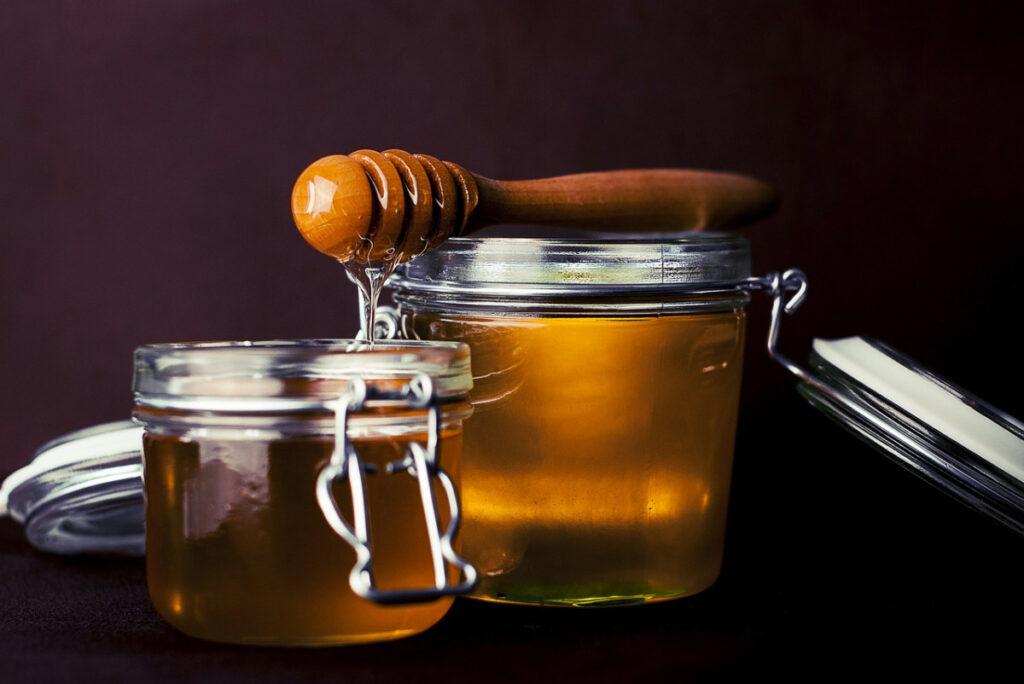 Особенность меда, про которую не рассказывают: детям нельзя?